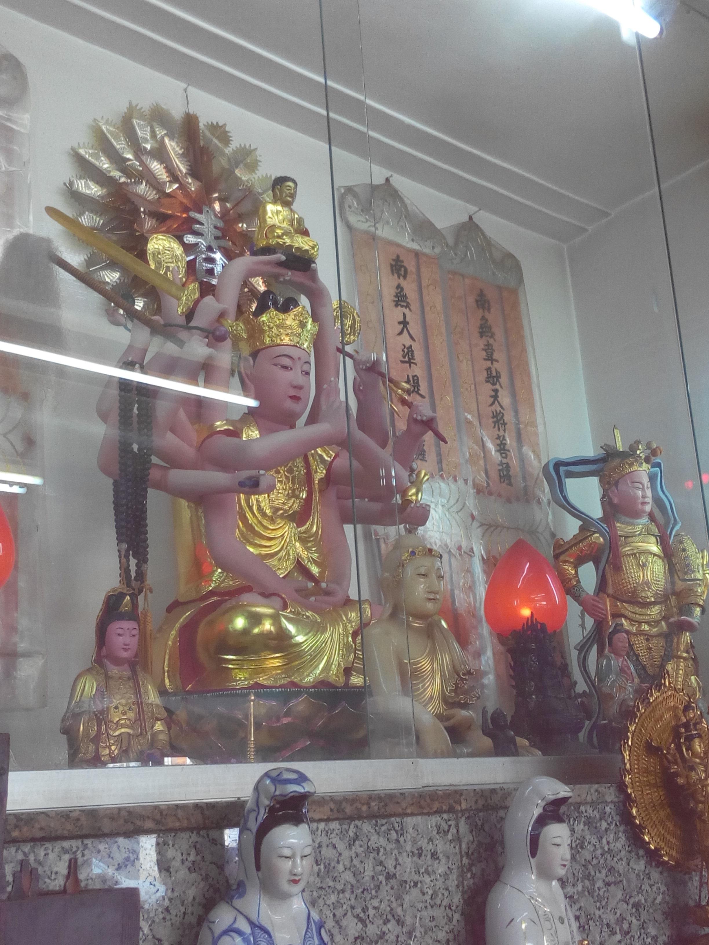 圖示:碧岸寺一樓-韋馱護法尊天菩薩(右一)